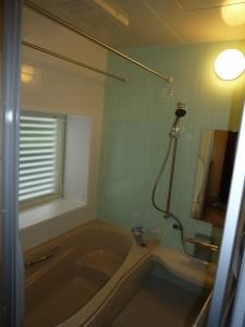 浴室暖房乾燥機とペアガラス窓で暖か浴室になりました。