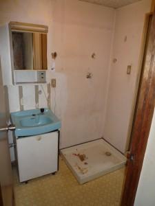 築30年の賃貸マンションの洗面化粧台・洗濯機パン取替