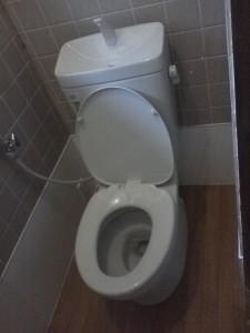 和式トイレを洋式トイレへ(賃貸アパート1)