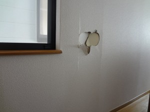 ④壁にあいた穴