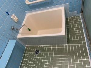浴室洗い場床タイルと浴槽取替え