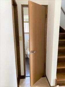 トイレ敷居撤去・オーダーメイドドア